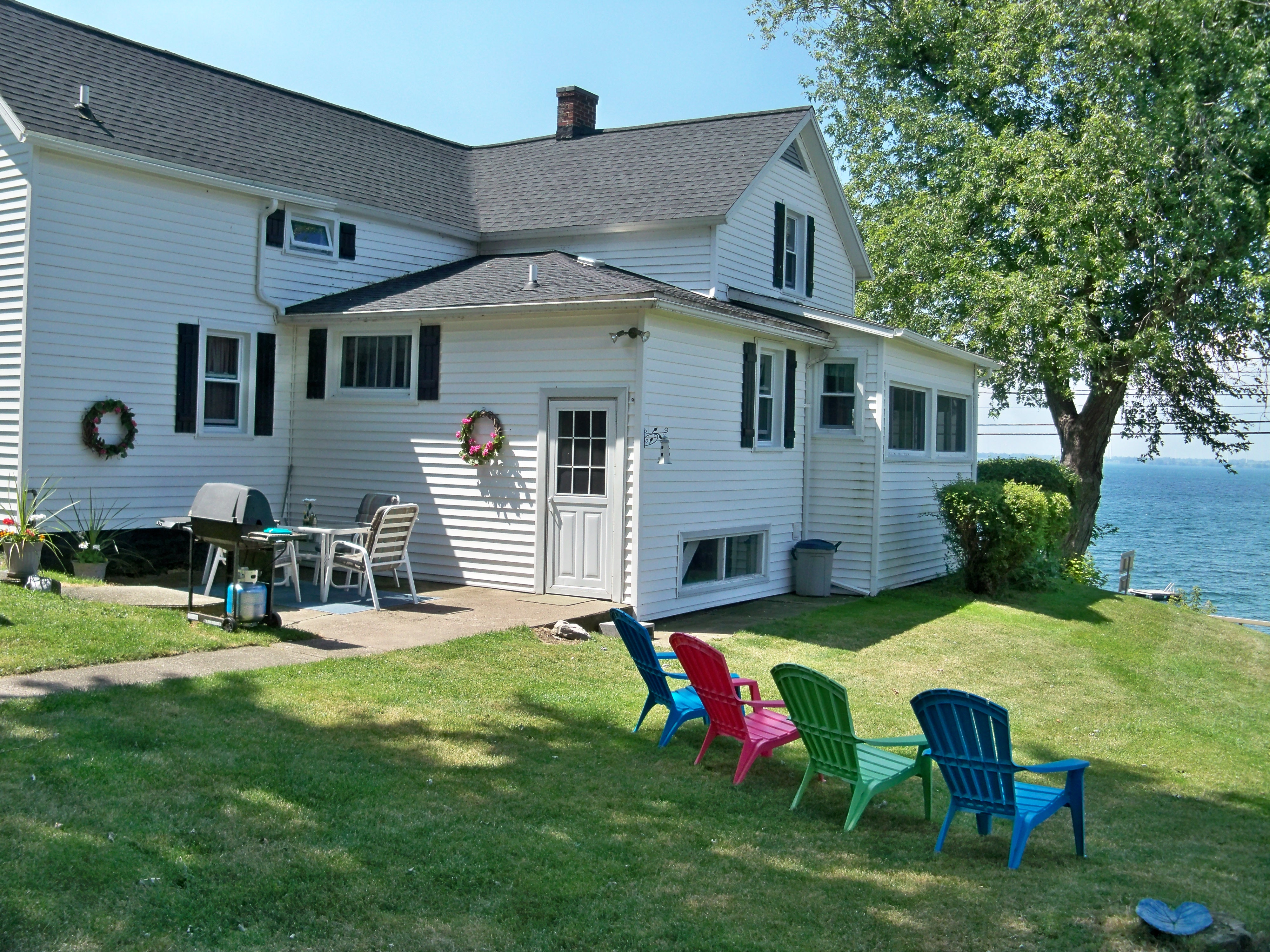 Waterfront Summer Vacation House Cape Vincent, NY 1000 Islands Family  Reunion Thousand Islands Backyard Patio Barbecue Family Gatherings